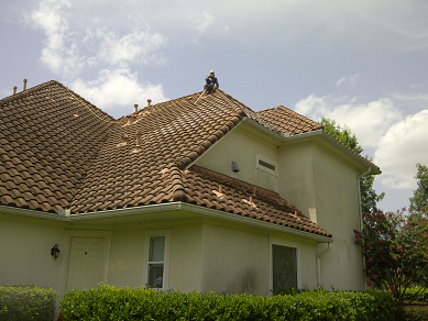 Dirty Tile Roof Cleaning Crosby, TX